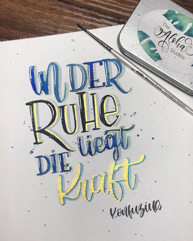 Brush Lettering Spruch: In der Ruhe liegt die Kraft