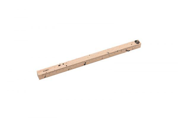 Holzlineal mit Klecksen
